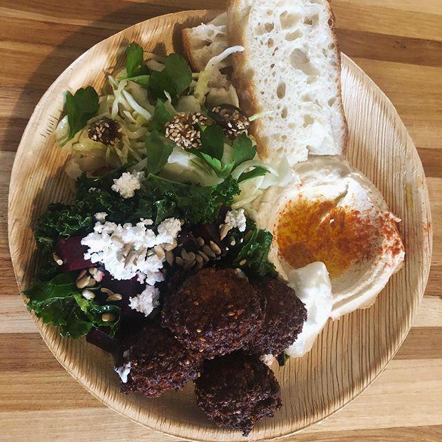 Happiness is a warm falafel. 🥙 . . . #1000figs #littlefig #falafelplatter #falafel #eater #eaternola #followyournola #nolafood #nolagourmand #eatingforinsta #pythianmarket #afoodhallforall #mediterraneanfood #eathealthy