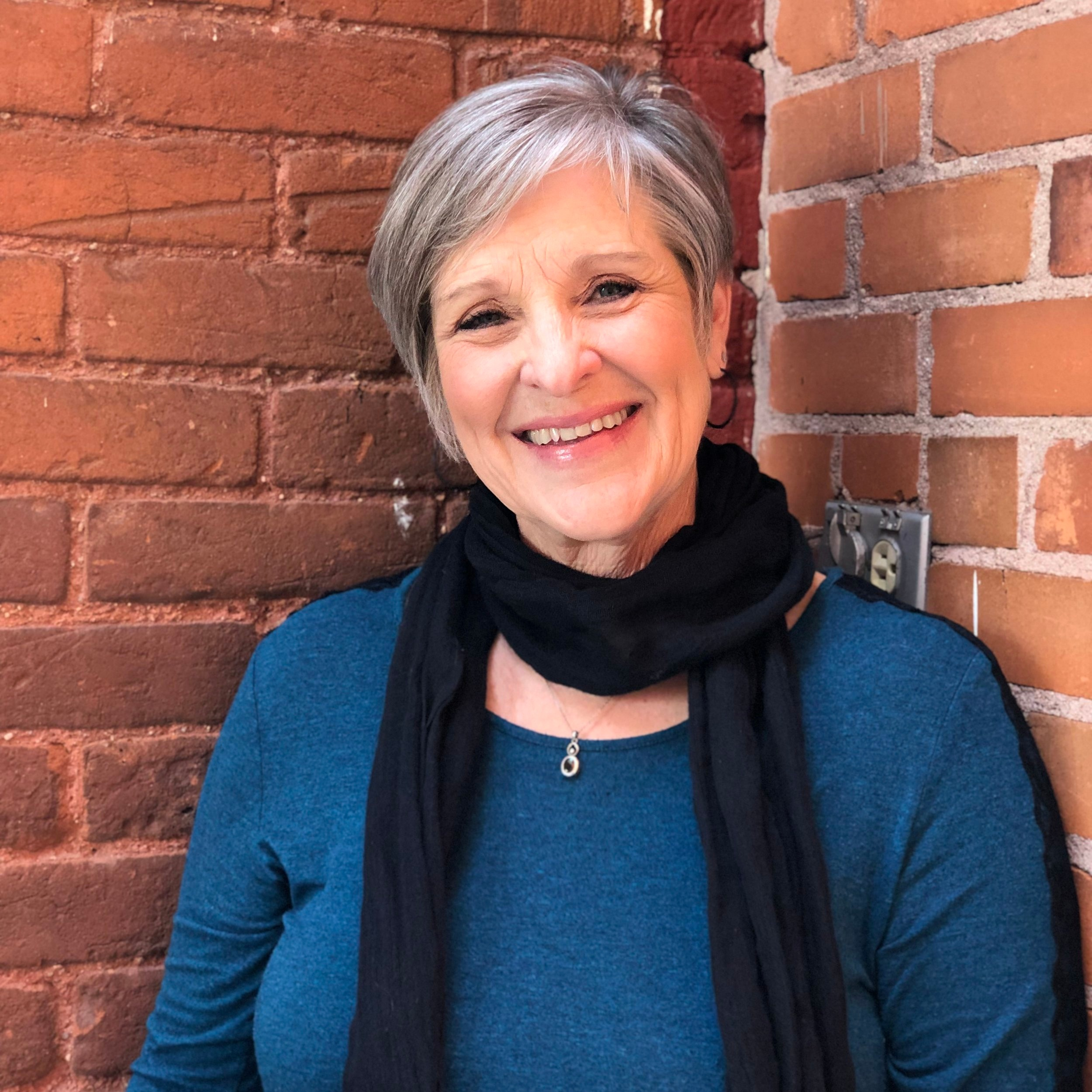 Nancy Hunter - Secretario