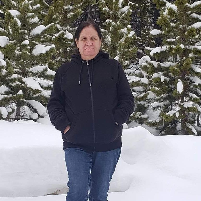 Maria Casillas - Maria es la coordinadora y traductora de admisión en el Centro de Jubileo. Ella es residente del norte de Denver. Maria comenzó como miembro de nuestro equipo en 2013 como voluntaria y se unió oficialmente al equipo en 2014 como entrevistadora bilingüe con el proyecto ABCD. El trabajo principal de María es con personas que vienen al centro para recibir asistencia inmediata.