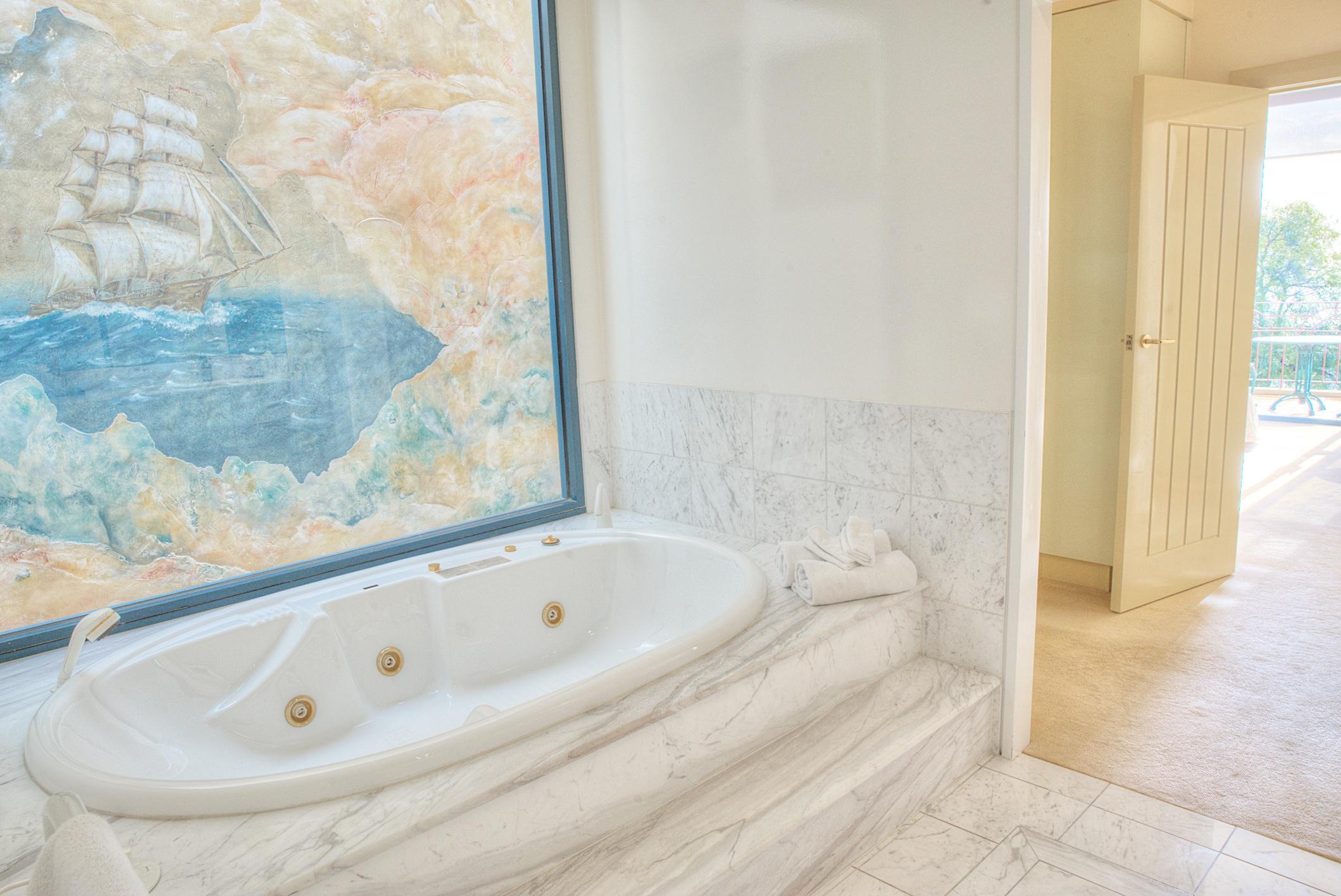 PevenseyHouse_3-BathroomTub.jpg