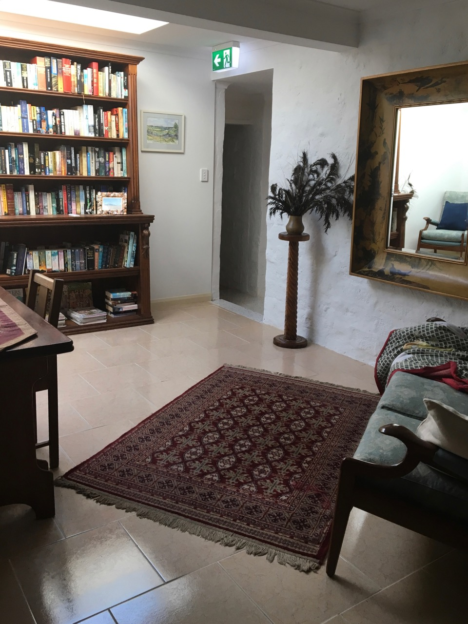 Flinders Island Gourmet Retreat - light court library