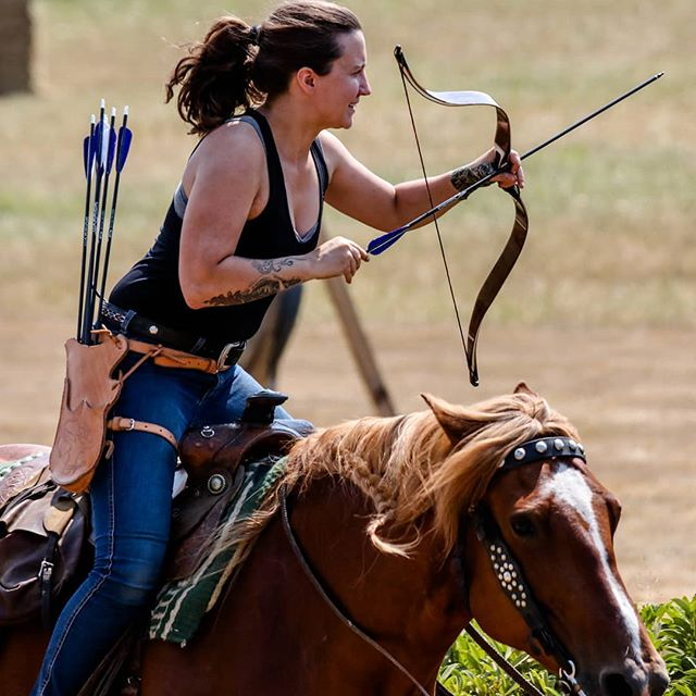 Eyes on the prize 🏹 I'm going back down to Washington in a few weeks to pick up a new saddle and help with a mounted archery clinic! I haven't shot in forever cause of a stupid lingering shoulder injury. But I'm already planning my summer, I just can't help it 🙈 photo by Michael Anfang. #kayabowcontest #mountedarchery #horsearchery #archer #traditionalarchery #alibow #equestrian #elitethree #elitethreeteam