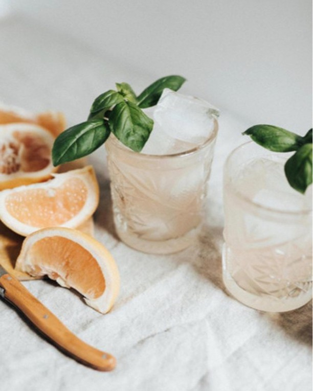 All this activism makes for thirsty work. Cheers to all those who came, chanted and cheered at today's Climate protest, you're the real heroes. Here's a recipe for a Blood Orange Gin Sparkler to help you take the edge off.⠀⠀⠀⠀⠀⠀⠀⠀⠀ ⠀⠀⠀⠀⠀⠀⠀⠀⠀ Ingredients 2 cups / 480 ml water 1 cup / 6.5 oz / 185 g sugar 4 tablespoons (~2 sprigs-worth) fresh rosemary leaves 1 bay leaf (optional) blood oranges gin ice cubes tonic water (or sparkling water)⠀⠀⠀⠀⠀⠀⠀⠀⠀ ⠀⠀⠀⠀⠀⠀⠀⠀⠀ Combine the water, sugar, rosemary, and bay in a small saucepan over medium heat. Bring to a simmer for 3-5 minutes, or long enough for the sugar to dissolve, stirring occasionally. Remove from the heat and let infuse for 10 minutes. Strain into a jar to cool completely.⠀⠀⠀⠀⠀⠀⠀⠀⠀ In the meantime, juice and strain your oranges, you'll need 3 tablespoons / 1.5 ounces of juice for each drink.⠀⠀⠀⠀⠀⠀⠀⠀⠀ #reSIPeoftheweek