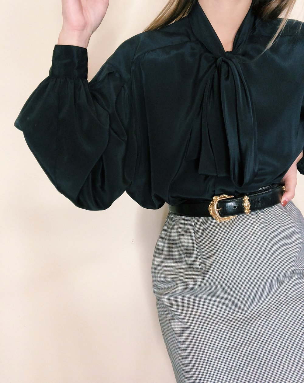 Vintage Billowy Neck Tie Blouse -