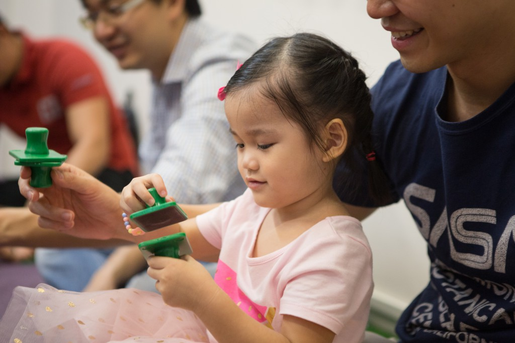Photo-Kindermusik-Singapore-Toddler-girl-explore-sandblocks-3600x2400-1024x683.jpg