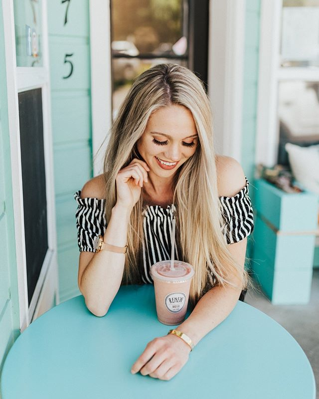 Find someone who looks at you the way @juliamichellegreen looks at her smoothie. 😍 📷 @samholas.photography