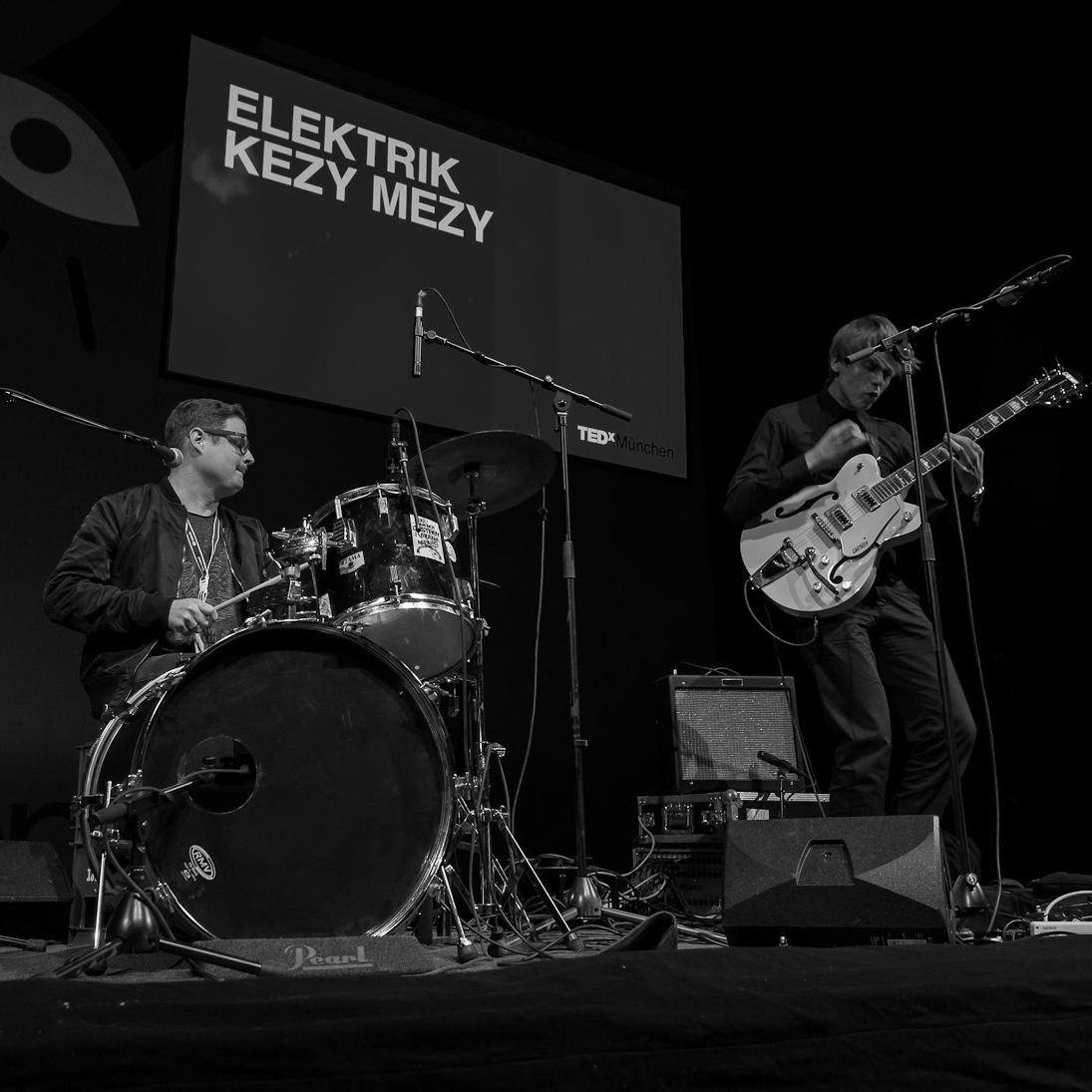 Elektrik Kezy Mezy - Performance