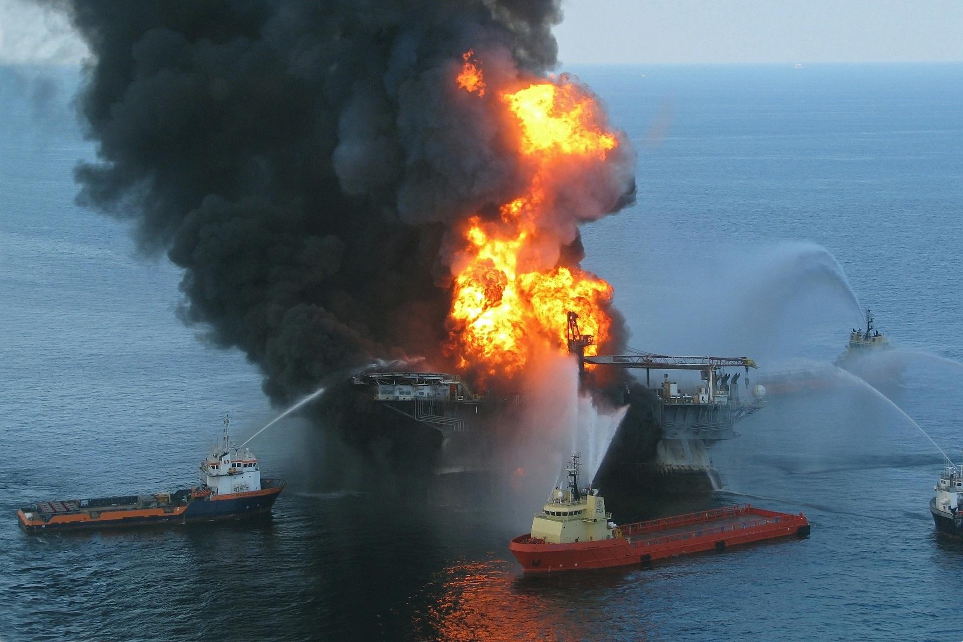 oil-rig-explosion-618704_1920.jpg