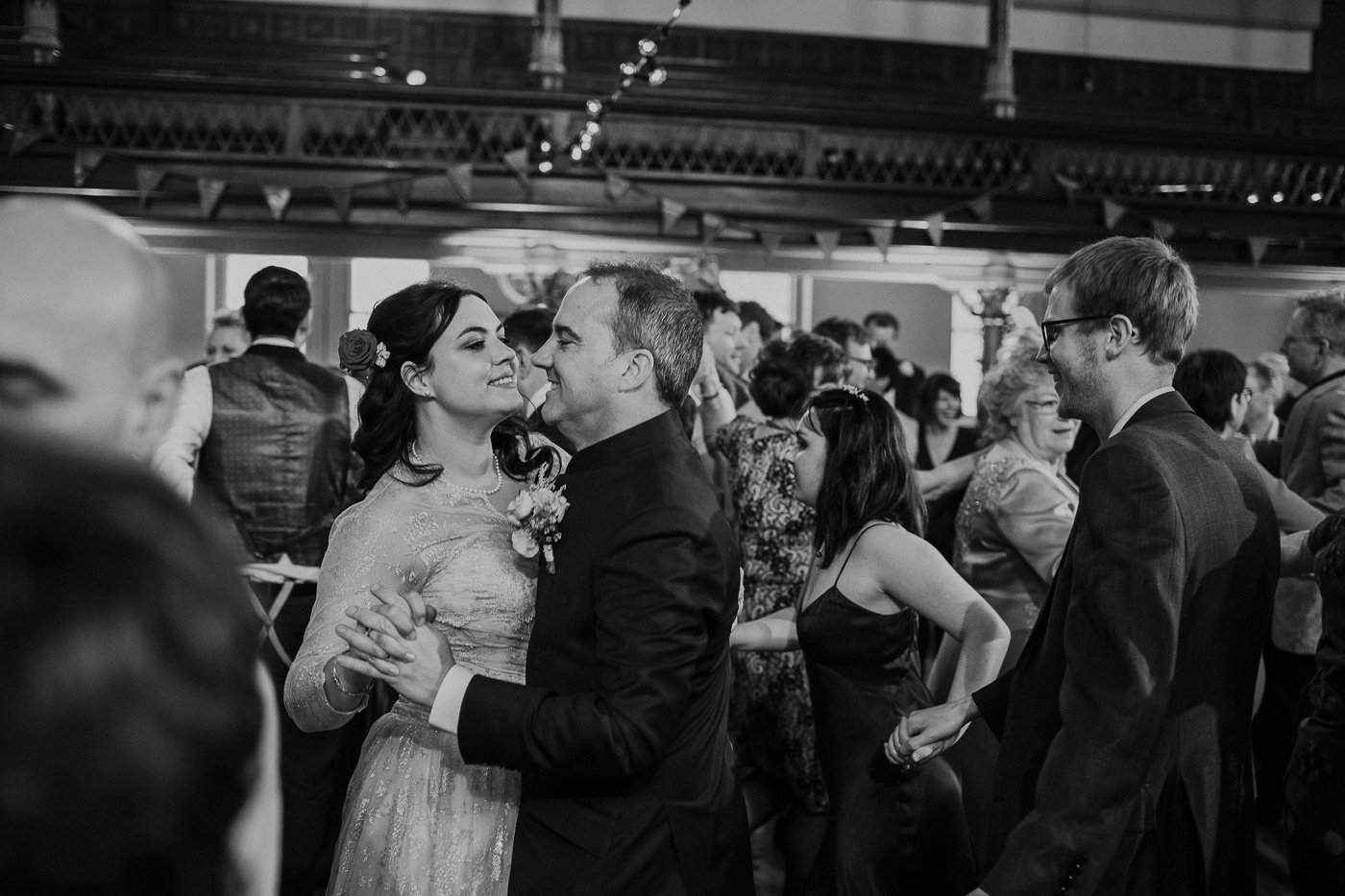 jewish-wedding-photographer-london-27.jpg