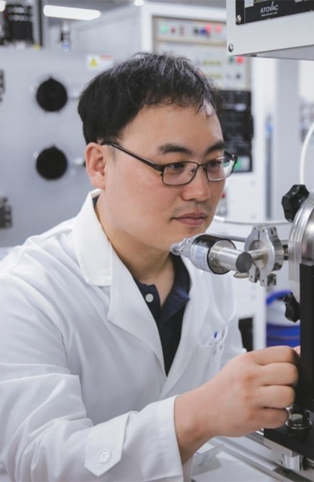과학 부문 홍병희 서울대학교 화학과 교수, 그래핀 상용화의 세계적 권위자