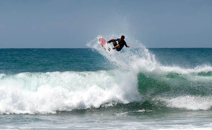 Whiskey-Point-Surf-Location-Srilanka.jpg