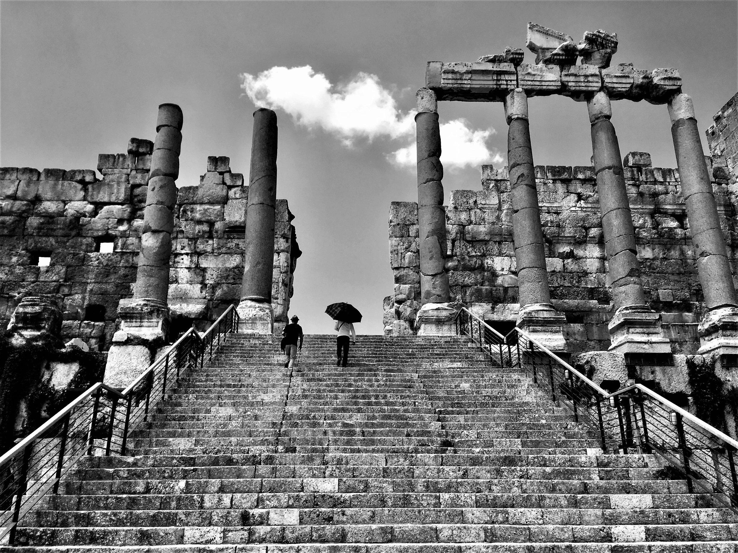Treppenaufgang zur Tempelanlage in Balbeek.