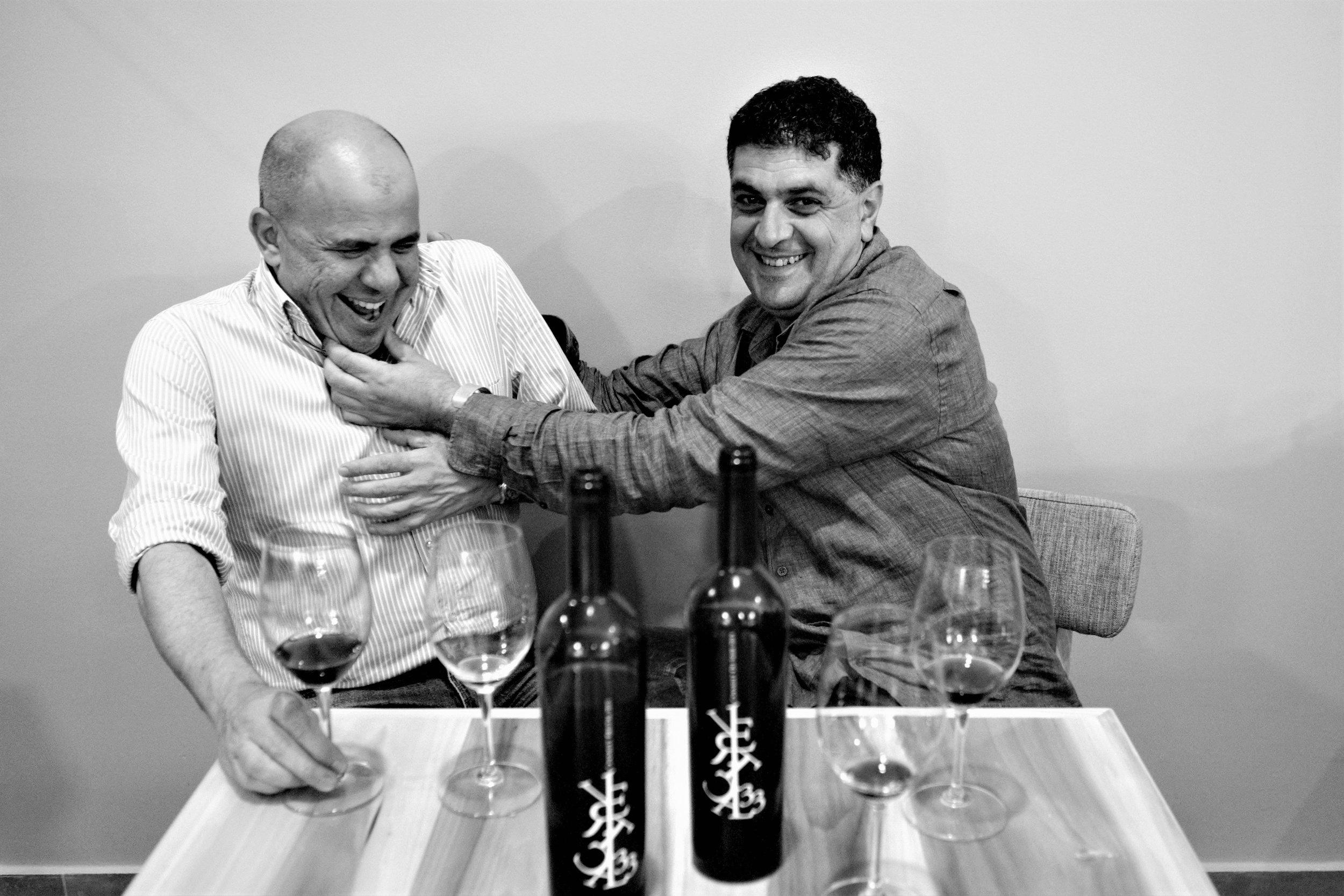 Dr. George A. Cortas und Dr. Eid Azar, zwei der drei Besitzer des noch sehr jungen Weingutes Vertical 33.