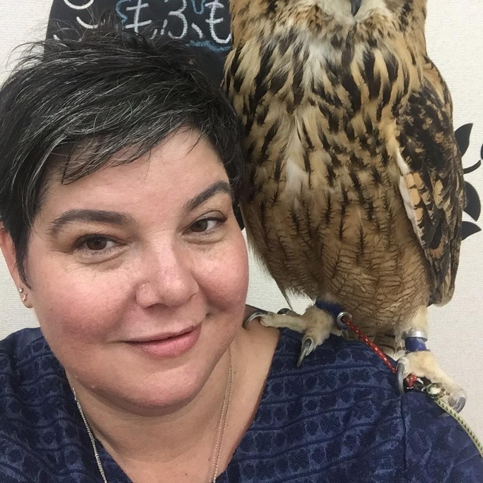 AC headshot with owl - Amanda Cooper.jpeg