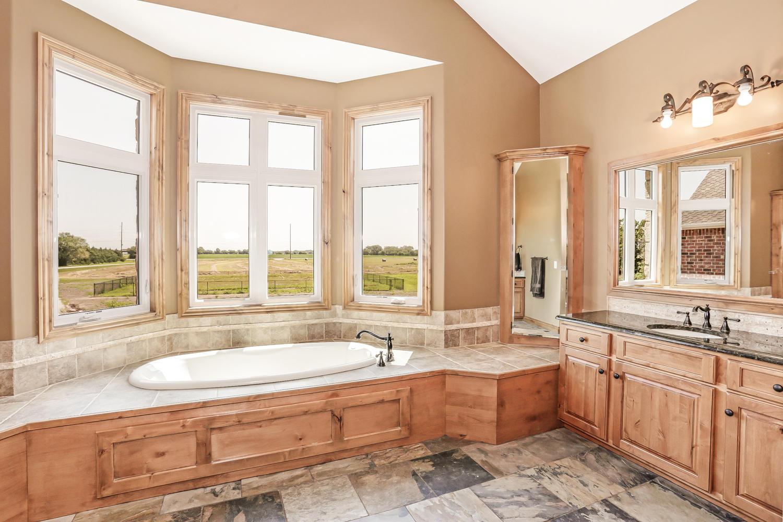 123 Anywhere St Clearwater KS-large-024-24-Master Bath-1500x1000-72dpi.jpg