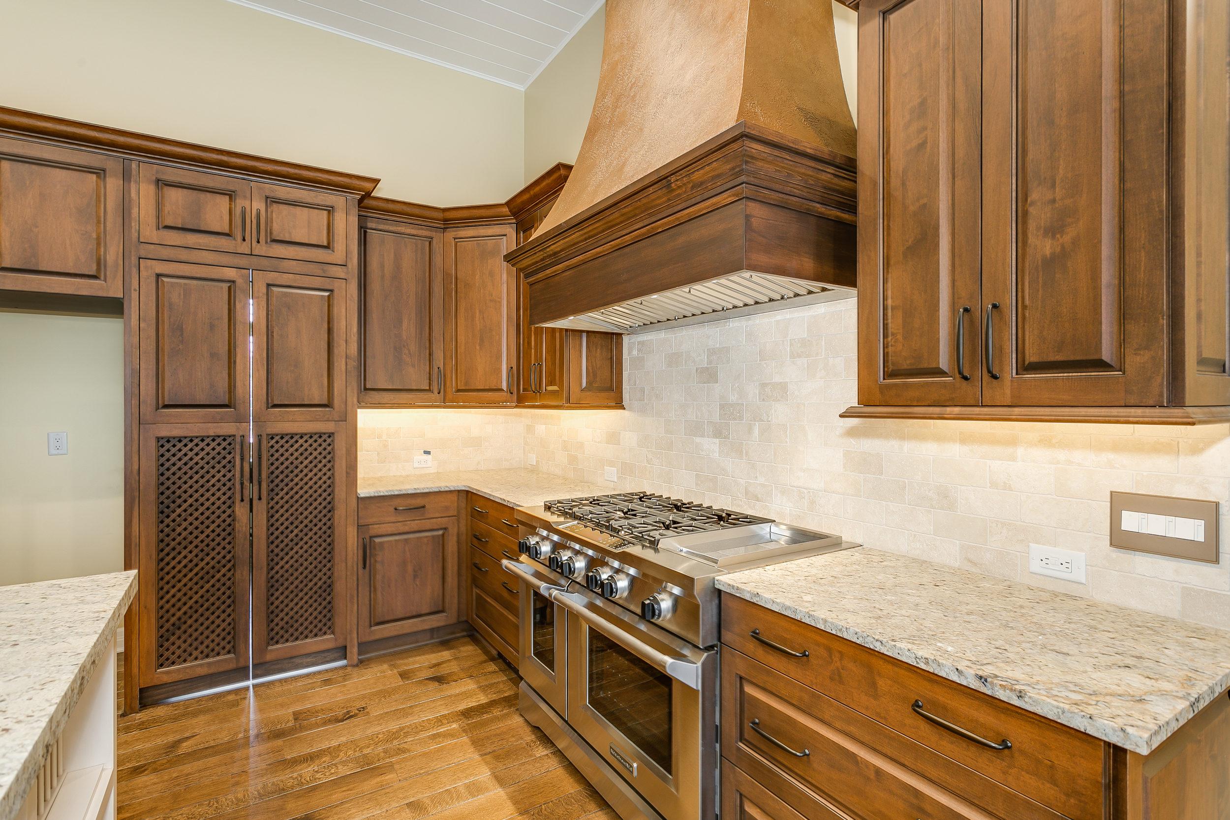 546 Anywhere St Wichita KS-print-014-10-Kitchen-2500x1667-300dpi.jpg