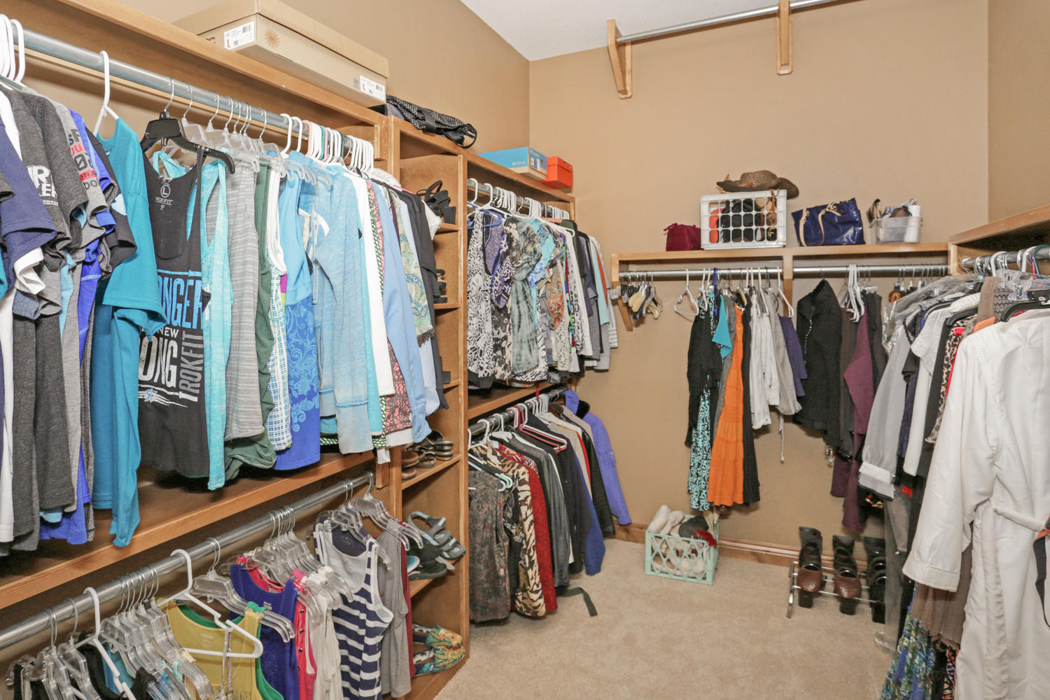 123 Anywhere St Clearwater KS-large-028-28-Master Closet-1500x1000-72dpi.jpg