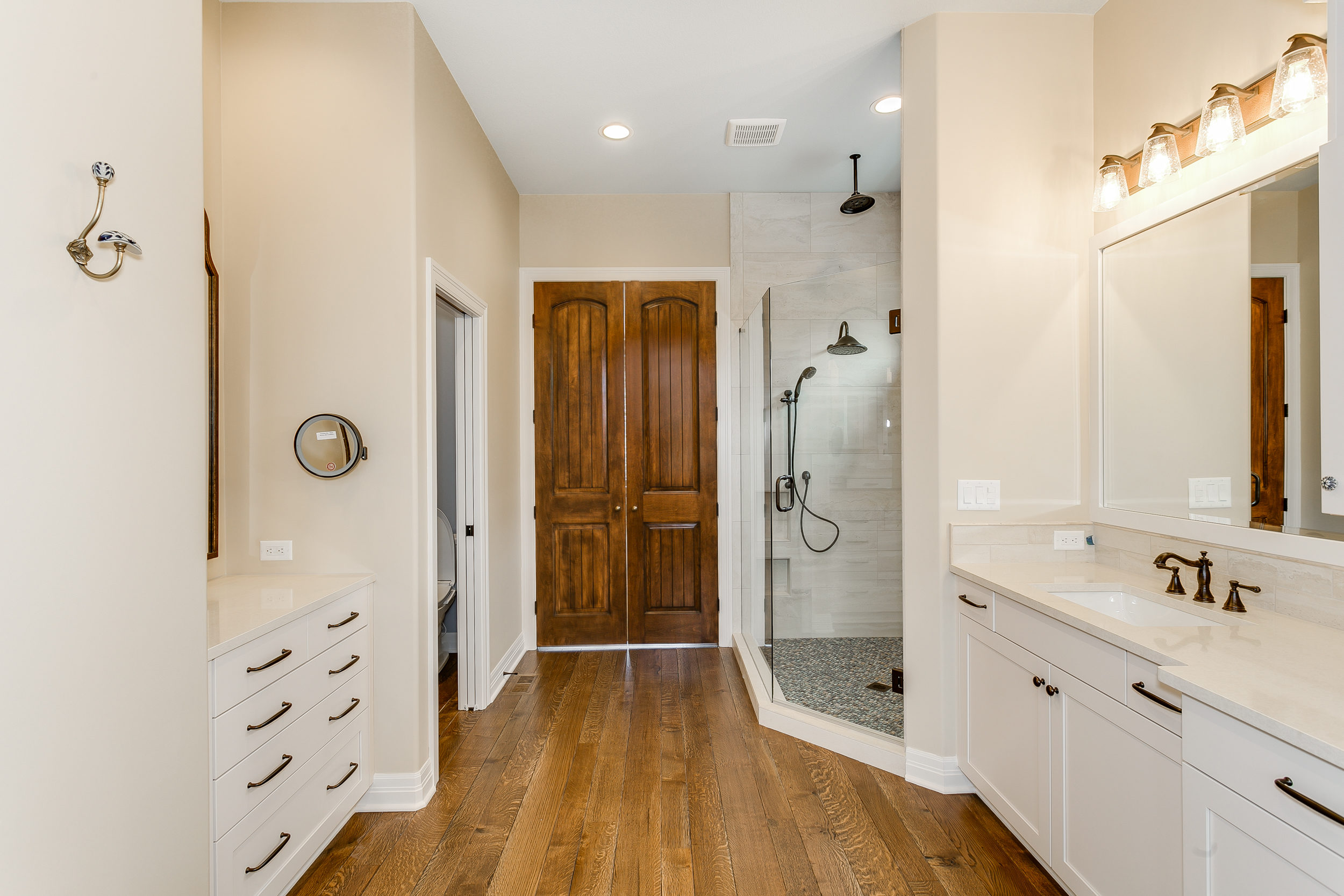 546 Anywhere St Wichita KS-print-025-8-Master Bath-2500x1667-300dpi.jpg