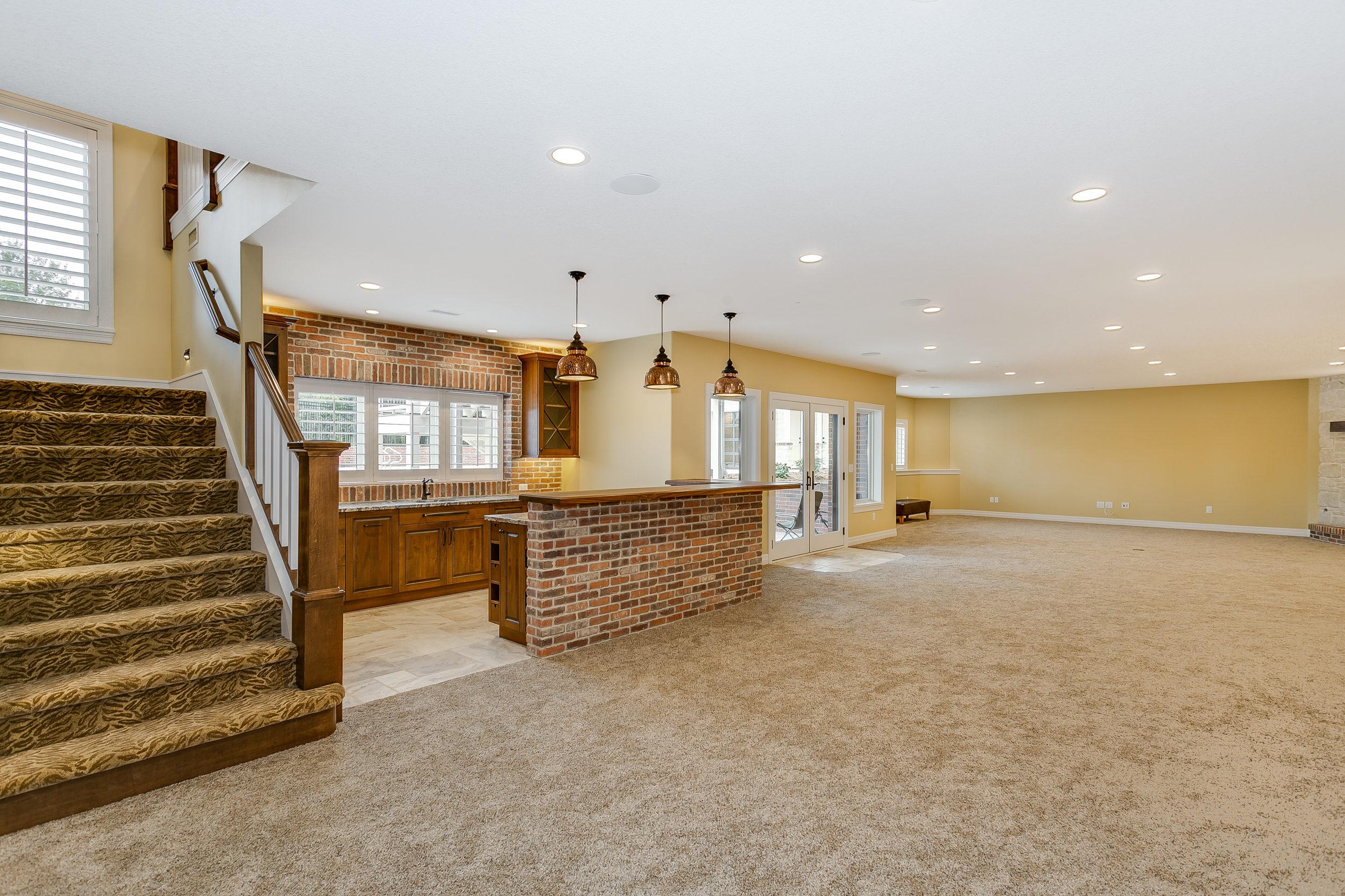 546 Anywhere St Wichita KS-print-036-27-Family Room-2500x1667-300dpi.jpg