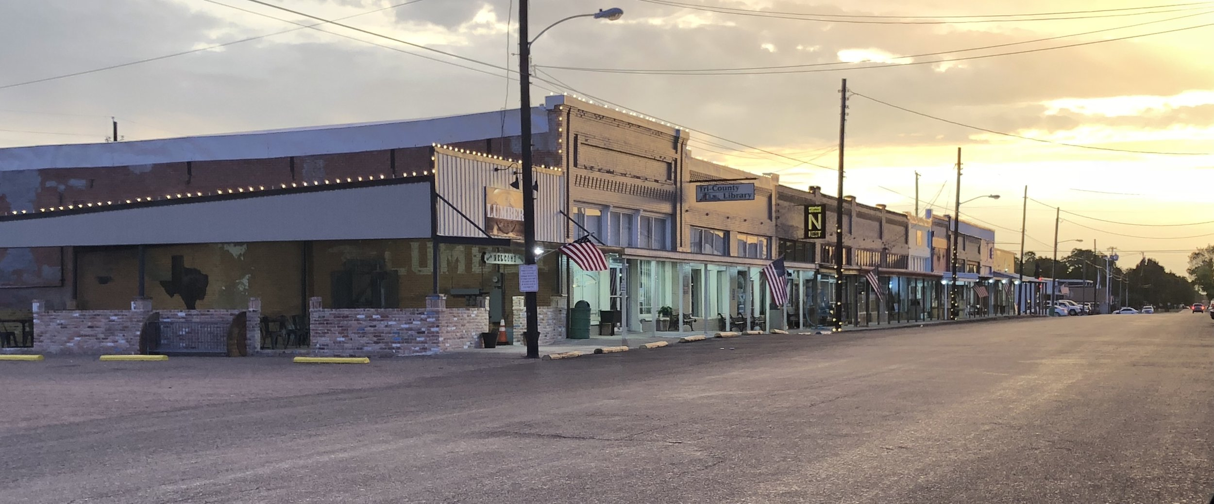 Welcome to Mabank, Texas! - We are excited that you have chosen Mabank, Texas to reside with your family or have your business. We strive to make our community a safe, relaxing, and friendly environment that you can call home. Whether you are a visitor or a resident, we open our arms to you.