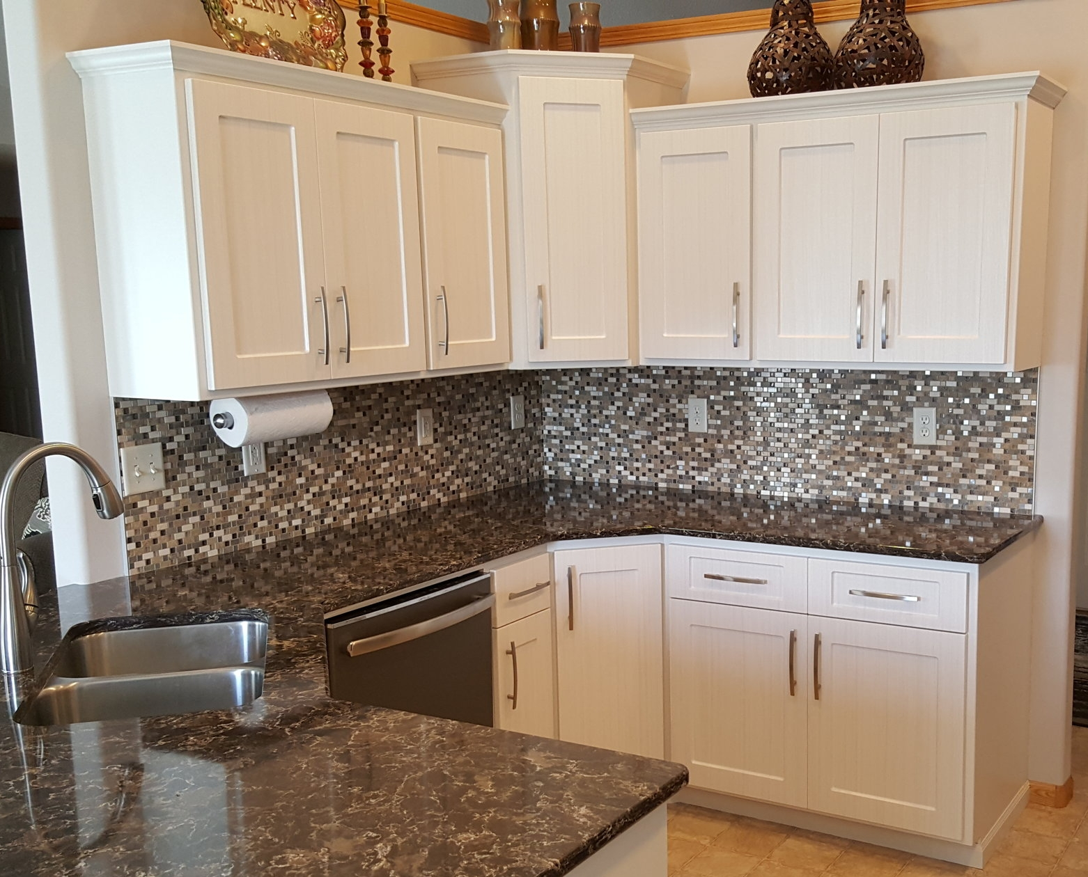 We are still amazed this is our kitchen - Sarah P., Fargo, N.D.We could not be happier with our updated kitchen! We are still amazed that this is our kitchen! Kitchen Refresh was attentive and responsive throughout the entire process. We would wholeheartedly recommend Kitchen Refresh to anyone wishing to modernize their kitchen.