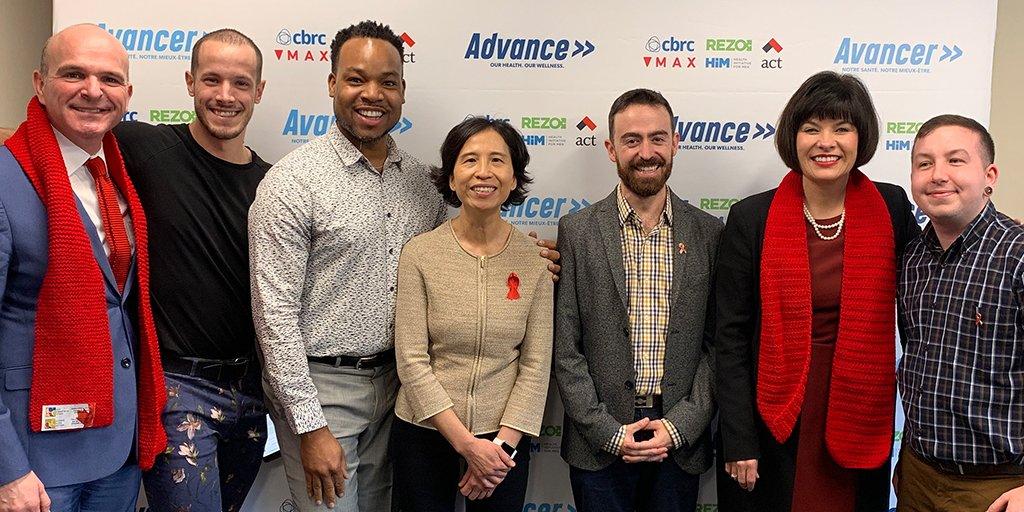 Randy Boissonnault, M.P., la Dre Theresa Tam, et l'honorable Ginette Petitpas Taylor, P.C., M.P., avec membres de l'équipe de MAX Ottawa dans le lancement officiel d'  Avancer   à Ottawa.