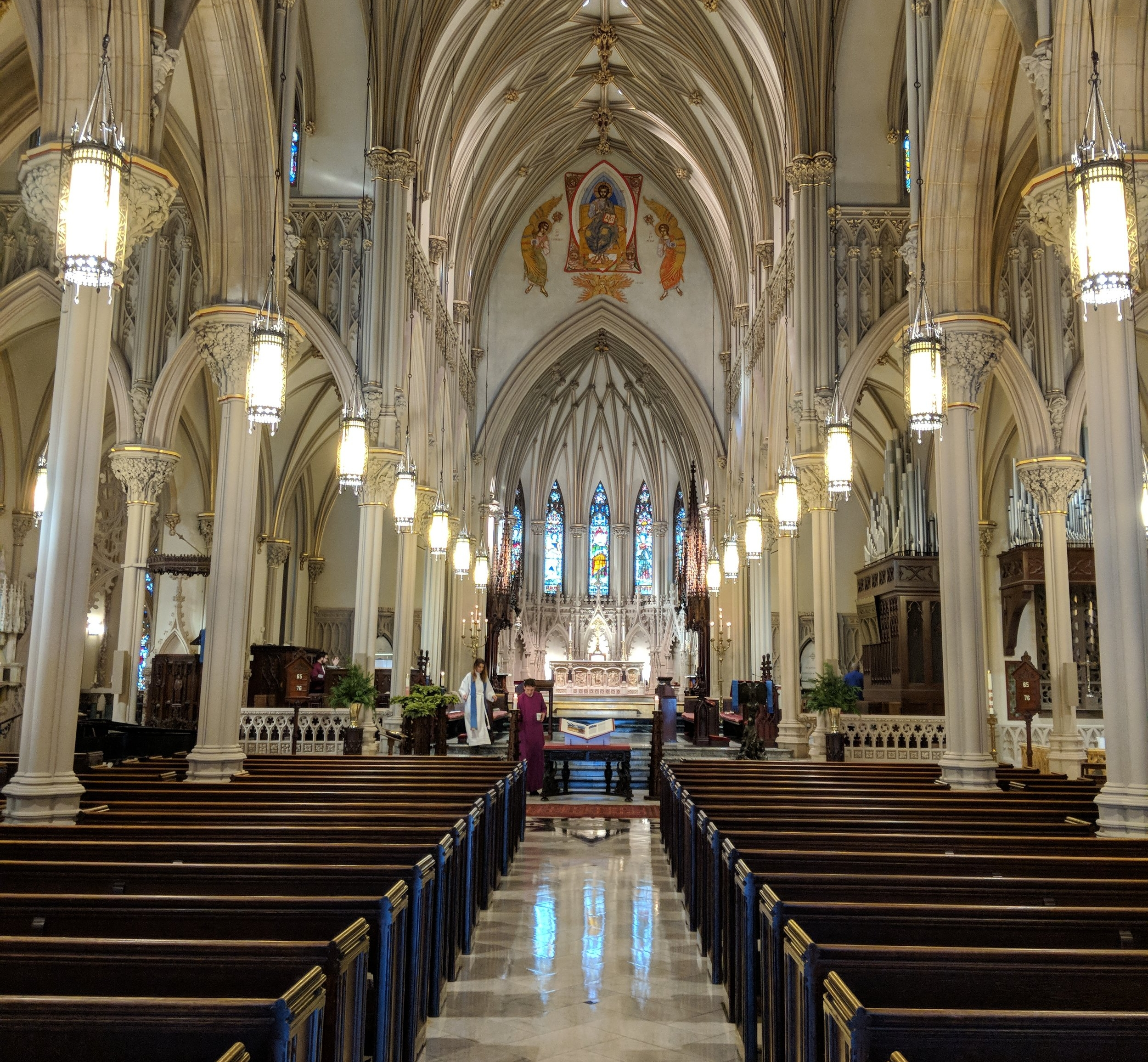 CAMM line array speakers, mounted on the front columns, provide coverage in the front of the Nave.