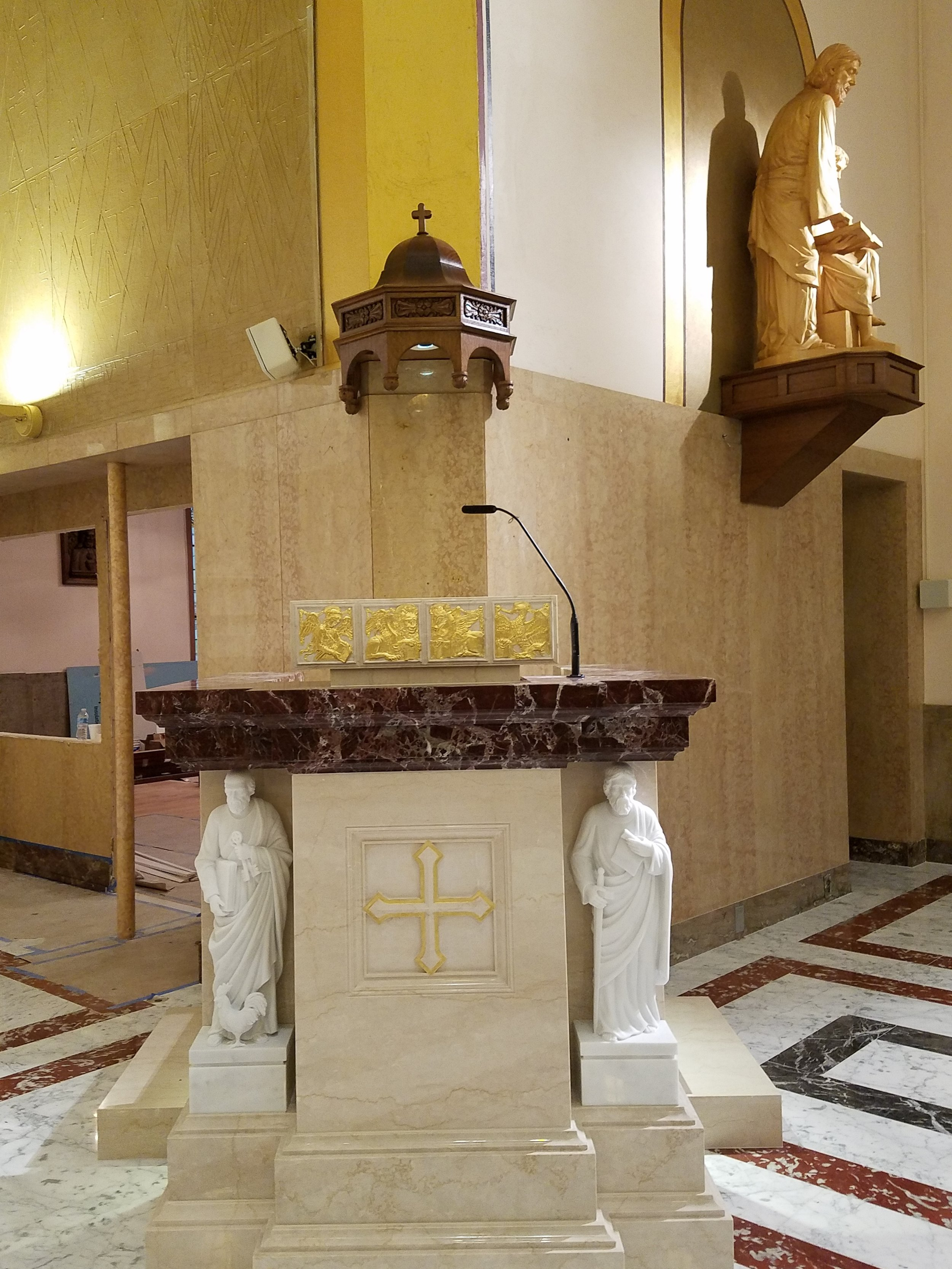 CAMM DT-1 speakers provide audio coverage in the Sanctuary and an Audio-Technica Engineered Series microphone with ML capsule is utilized on the Pulpit.