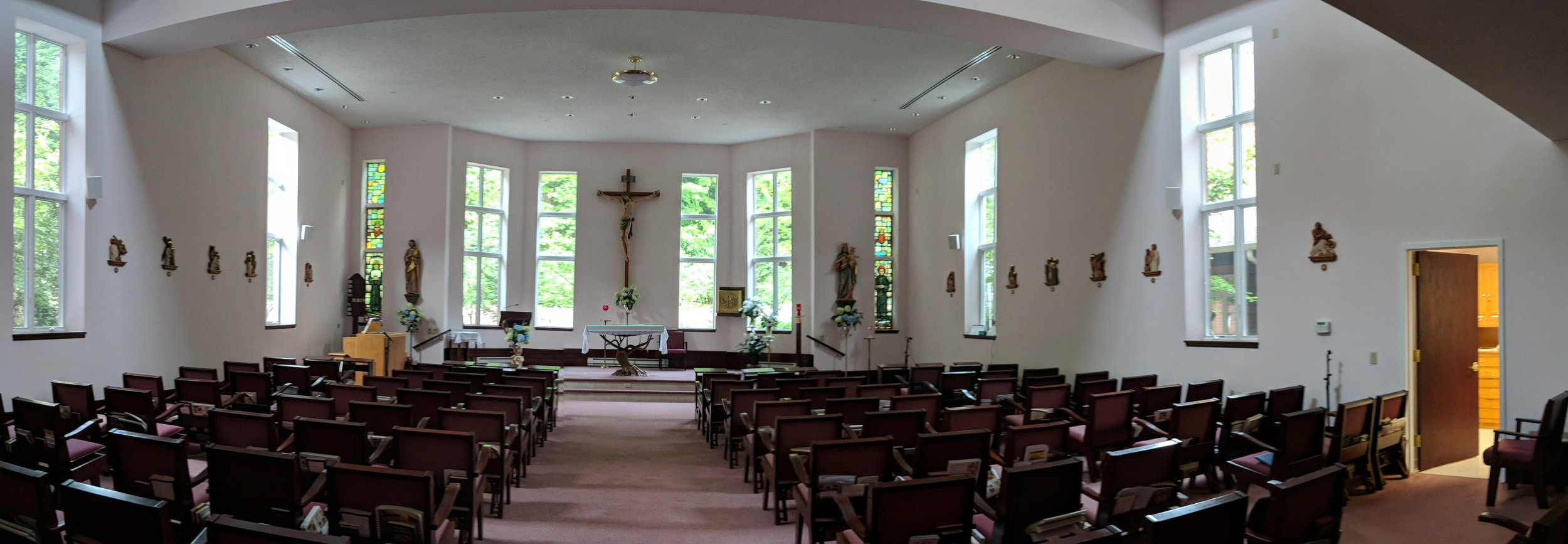 CAMM DT-200 speakers are used throughout the chapel.