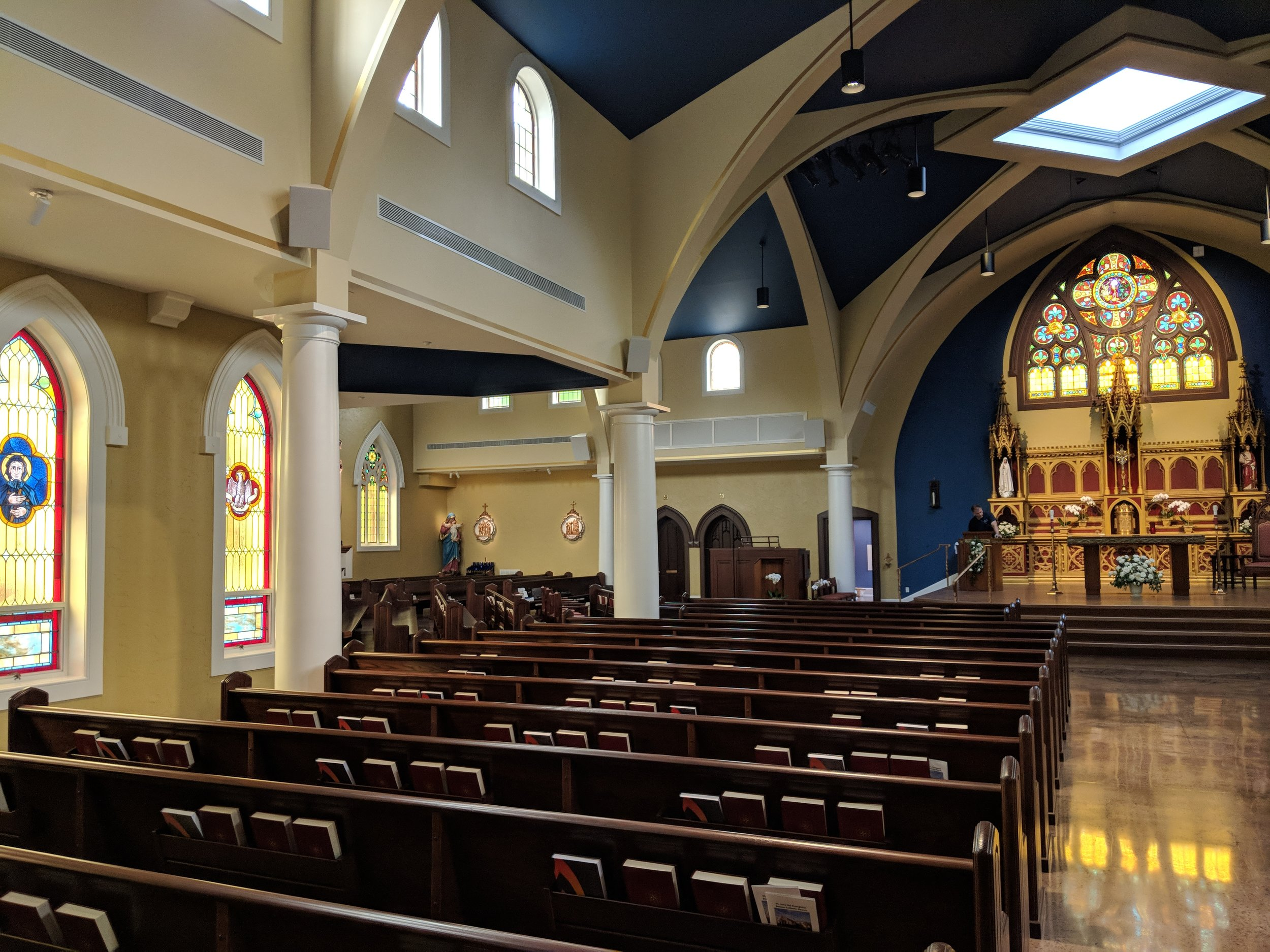 Four CAMM DT-800 speakers were used to provide audio coverage in the transepts. CAMM DT-400 speakers were used in the nave.