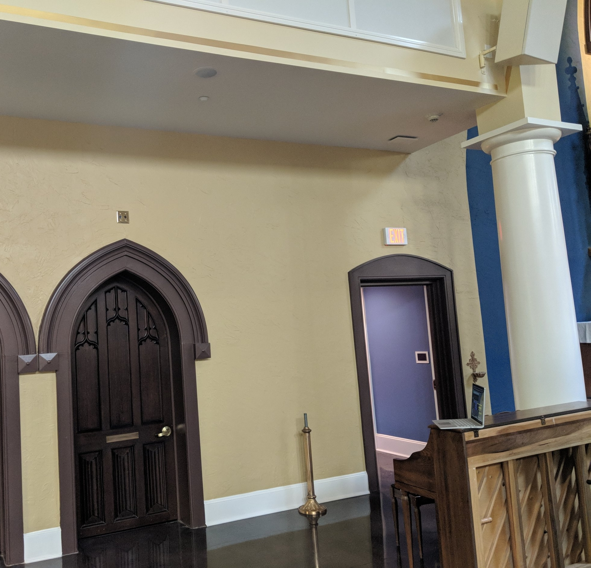 DT-1 ceiling speakers provide audio coverage to the choir members/musicians.