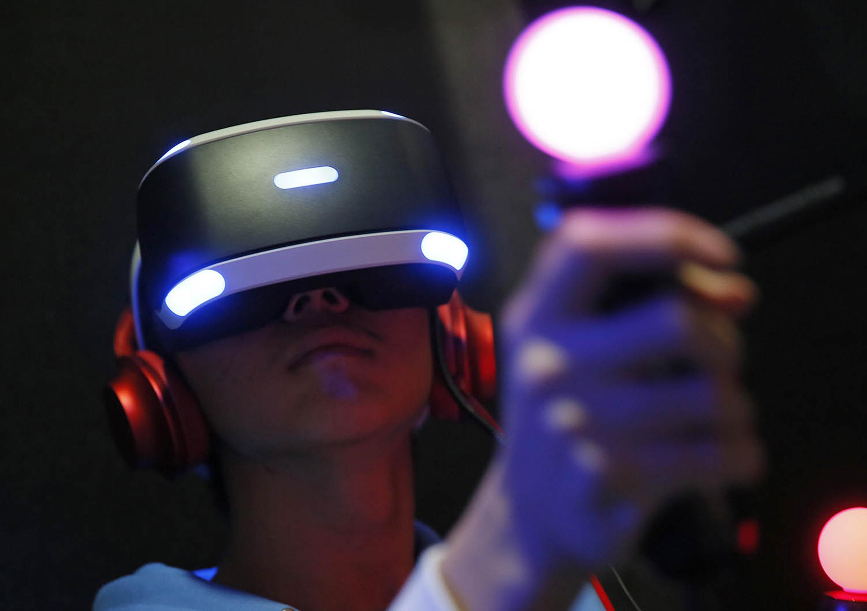 REALIDAD VIRTUAL   Disfruta en nuestros puestos de juego una experiencia de realidad virtual que te sumergirá en los mejores juegos y con la tecnología inmersiva más actual. Sumérgete en un mundo espectacular que te transportará a otra dimensión.