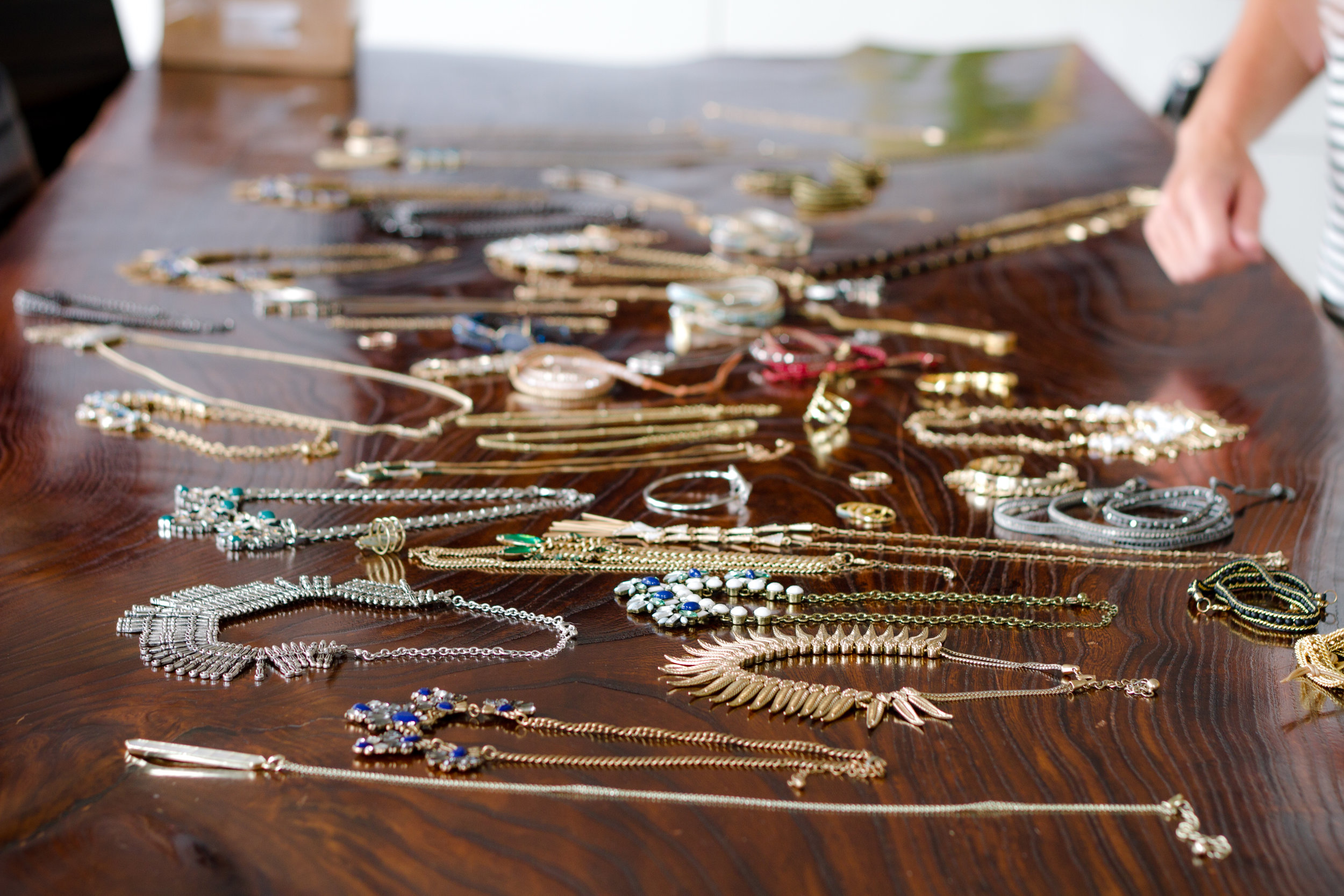 give gifts - Project Glimmer provides teenage girls and women with beautiful gifts in celebration of accomplishments and holidays! All gifts come with great intention from the community and our number one rule is that no gift can disappoint.We accept gifts year-round including jewelry, accessories, heat styling tools, beauty products, journals, water bottles, tablets and gift cards.If you'd like a charitable donation tax receipt, please complete this form.Where to send your gifts: Project Glimmer, 2486 Verna Ct, San Leandro, CA 94577