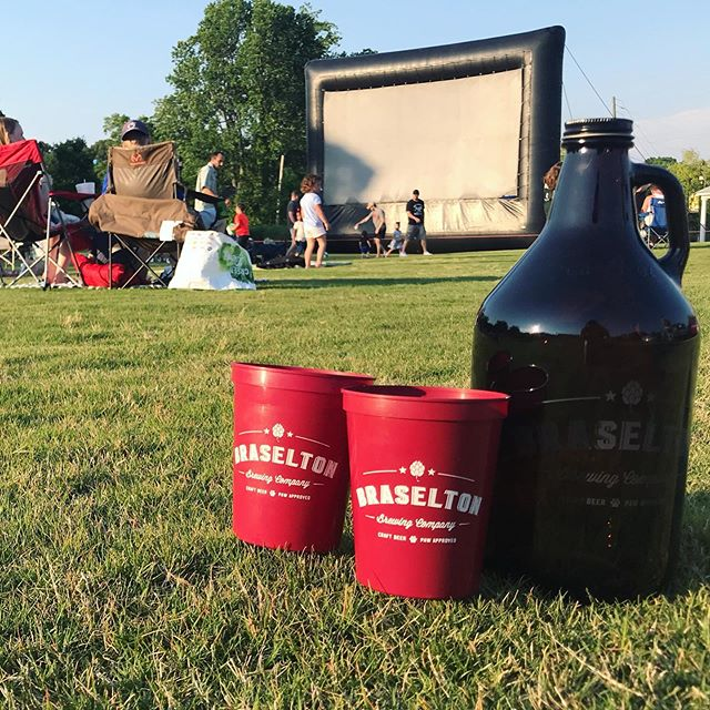 Grab a growler and join us at the @downtownbraselton Green for a Movie Under the Stars tonight! Cheers 🍻