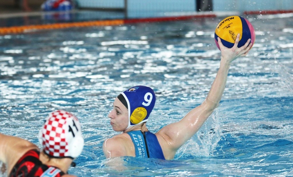Grace Tobin competing for the Waitakere Blue Diamonds at National League
