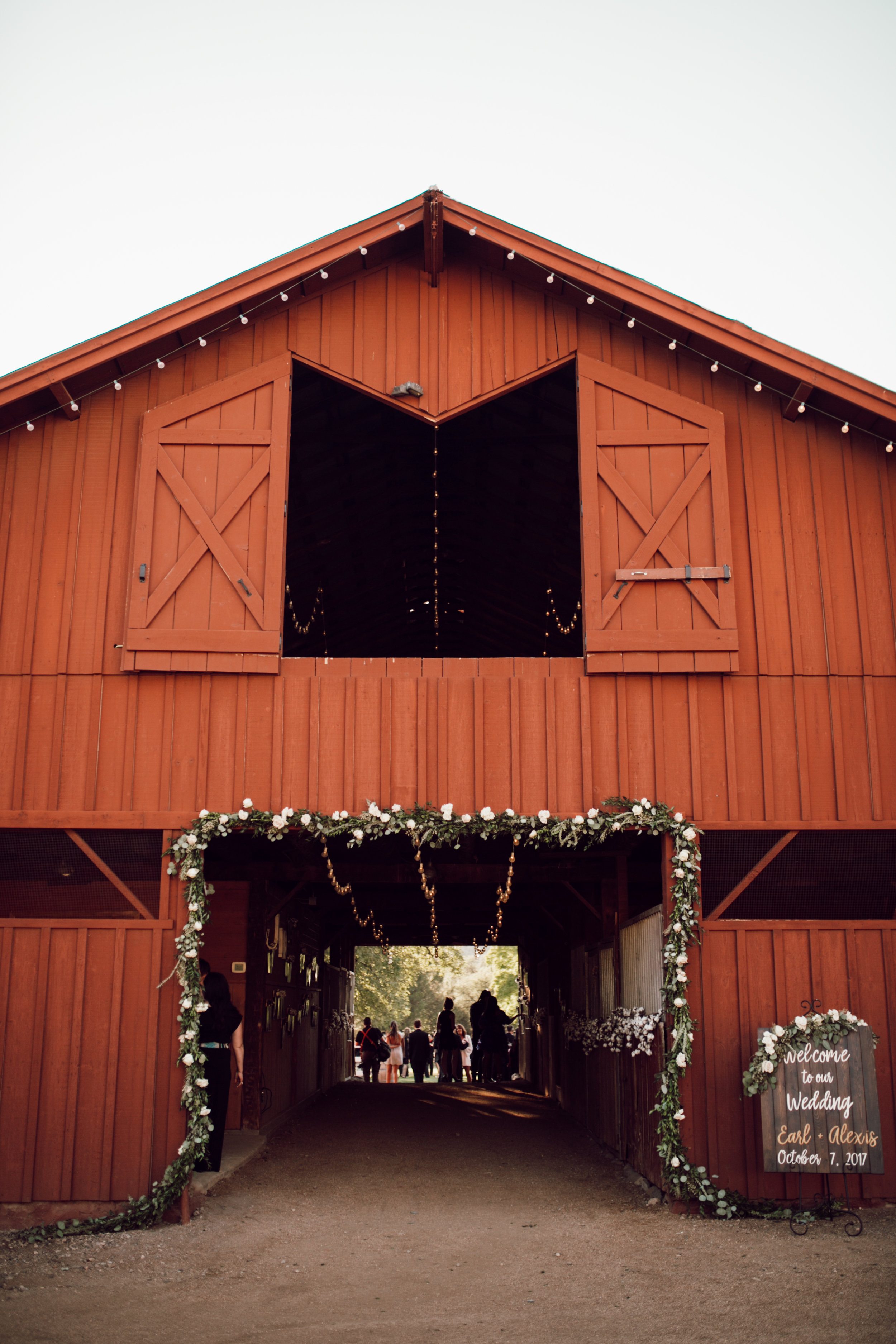 DA Ranch Fall Wedding - Barn Decor