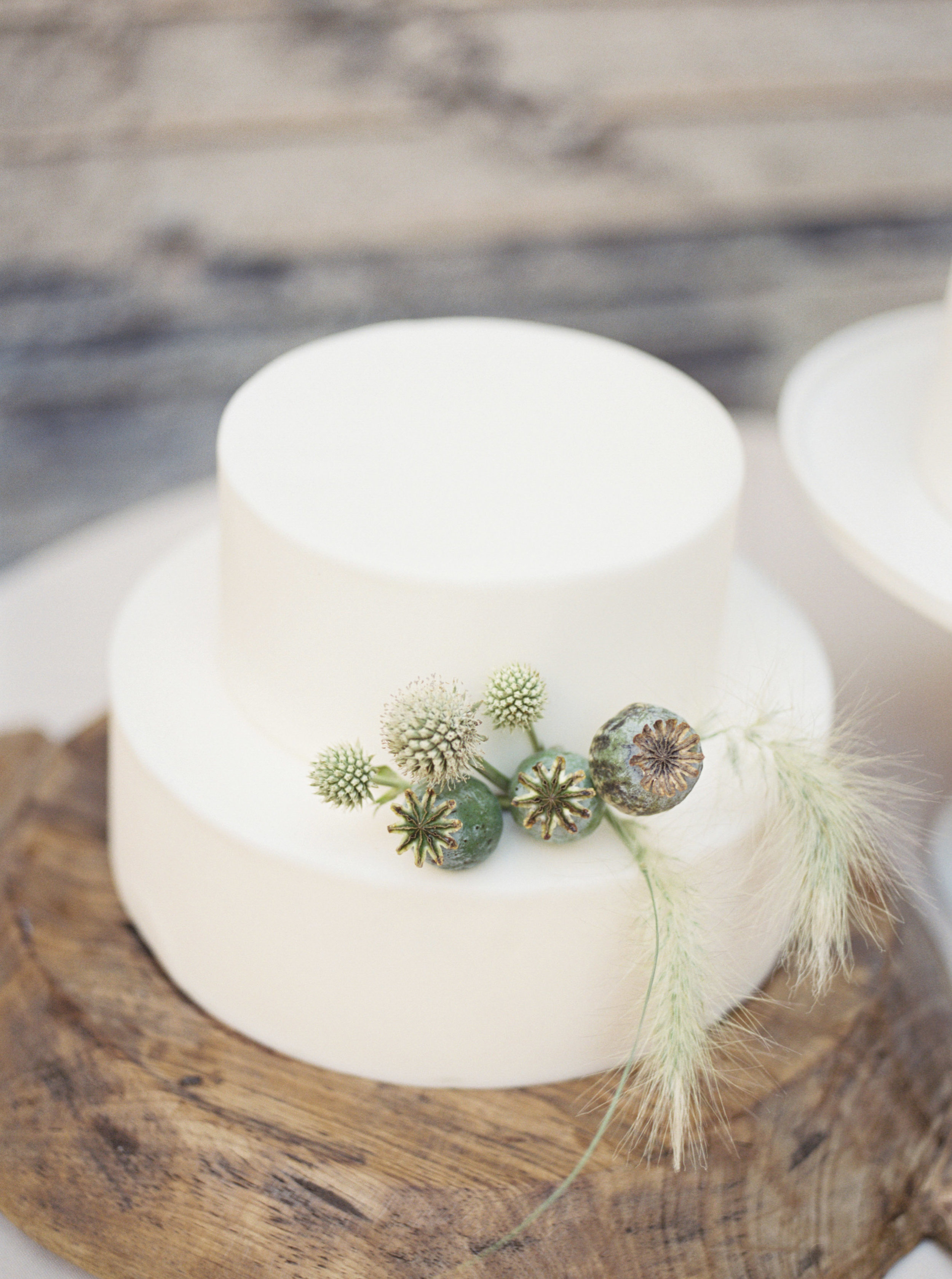 Fine Art Wedding Inspiration - Minimal Wedding Cake