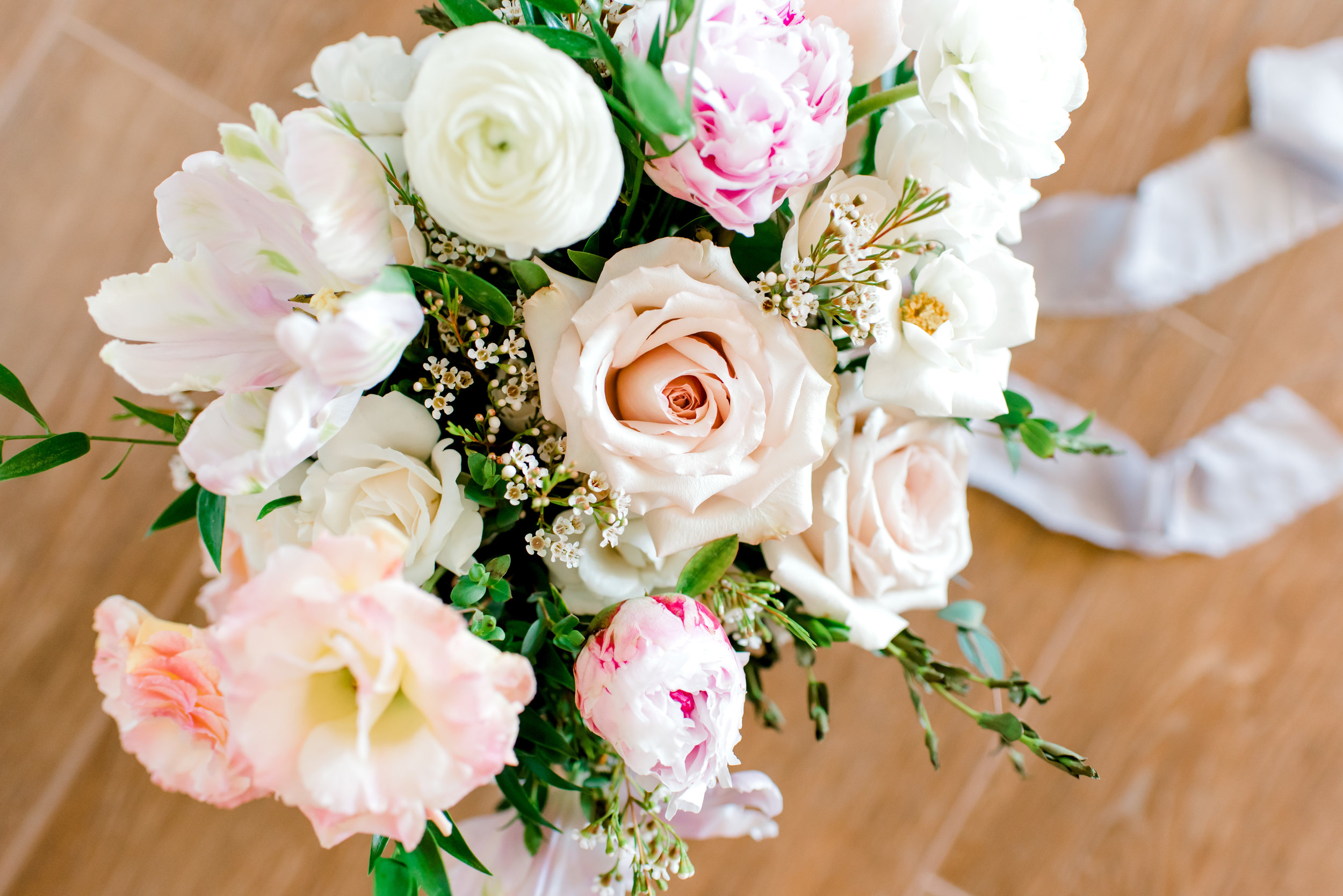 Blush and white backyard wedding - Bridal Bouquet