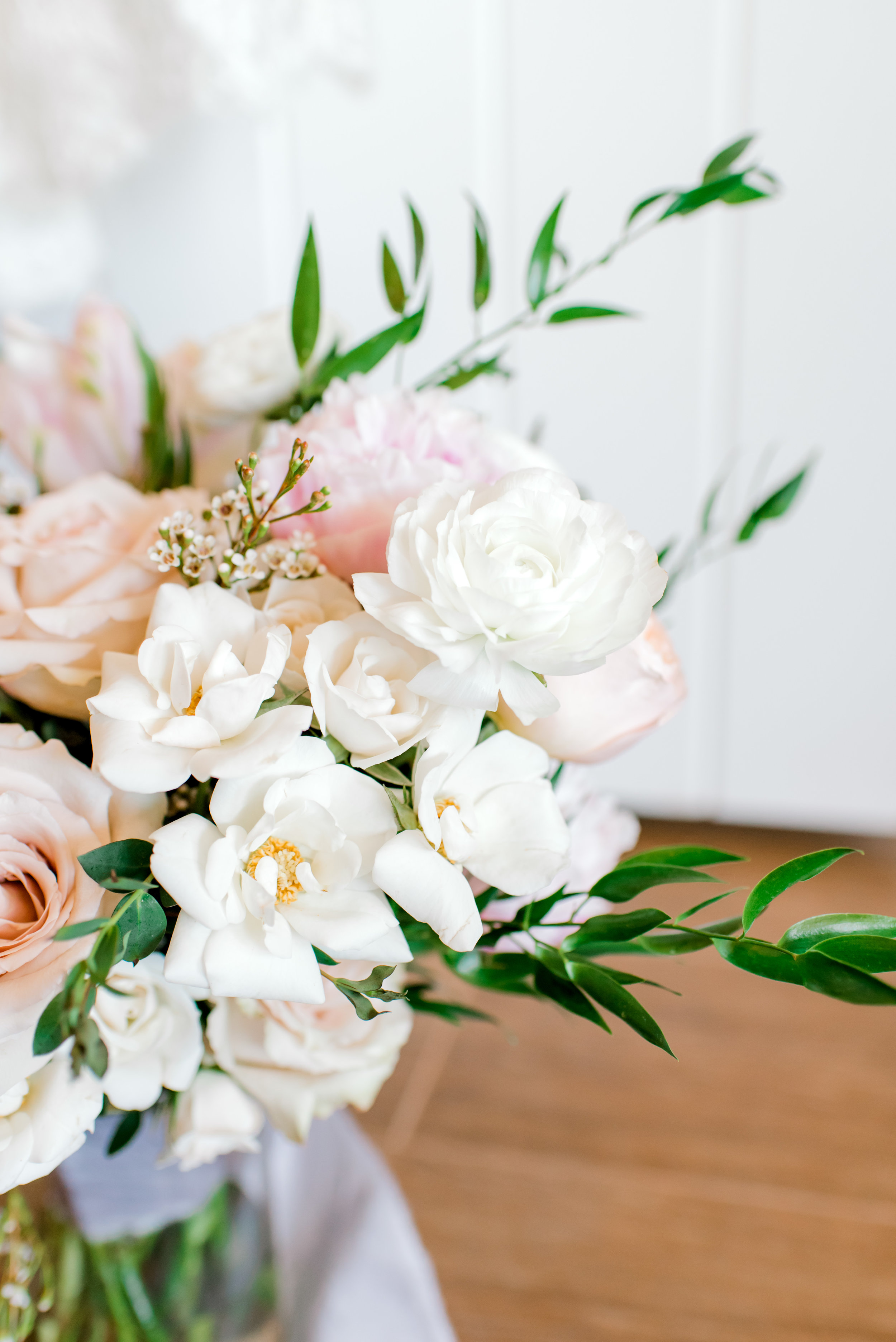Blush and white backyard wedding - Bouquet Details