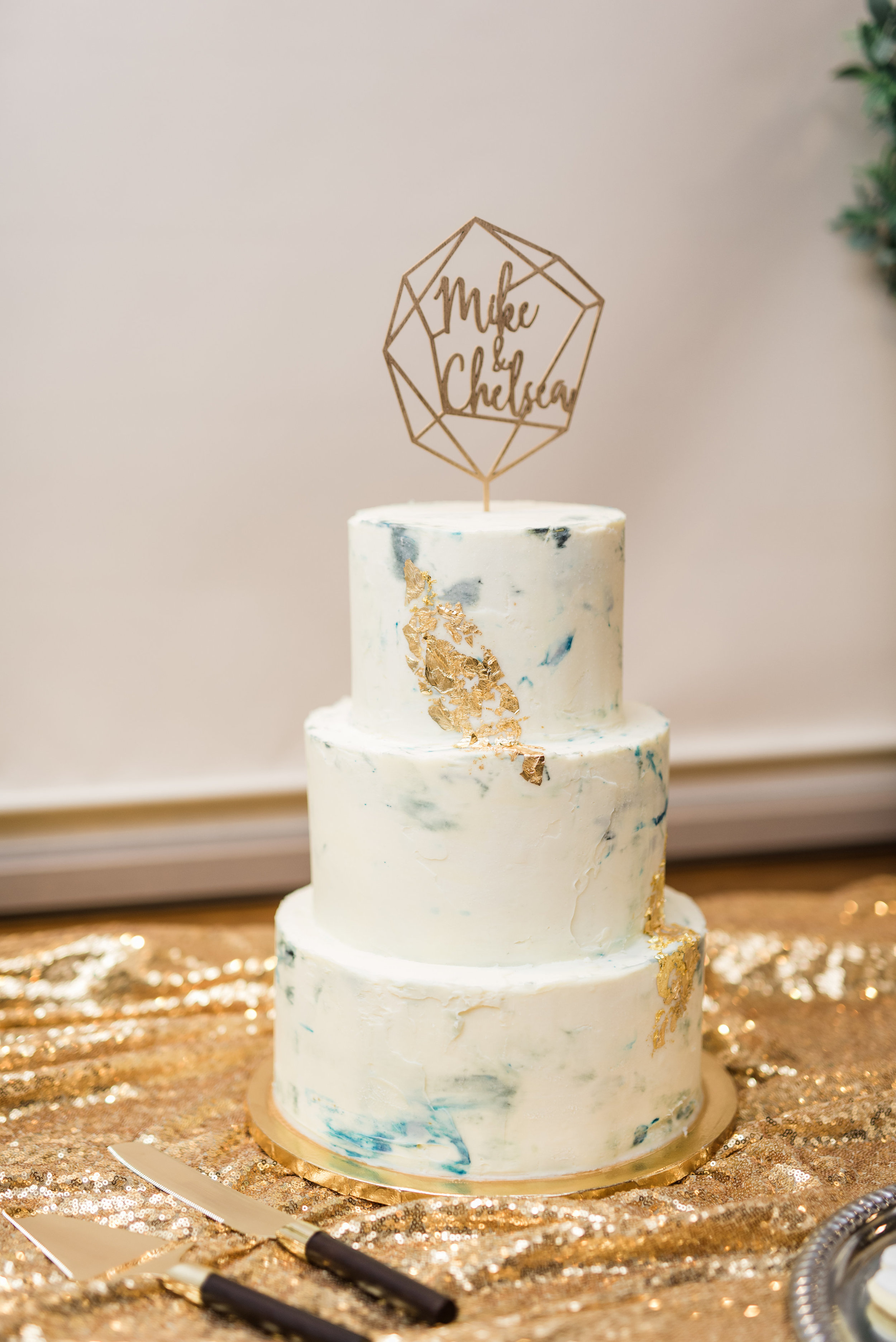 Boho Sedona Wedding - White and gold cake with geometric topper