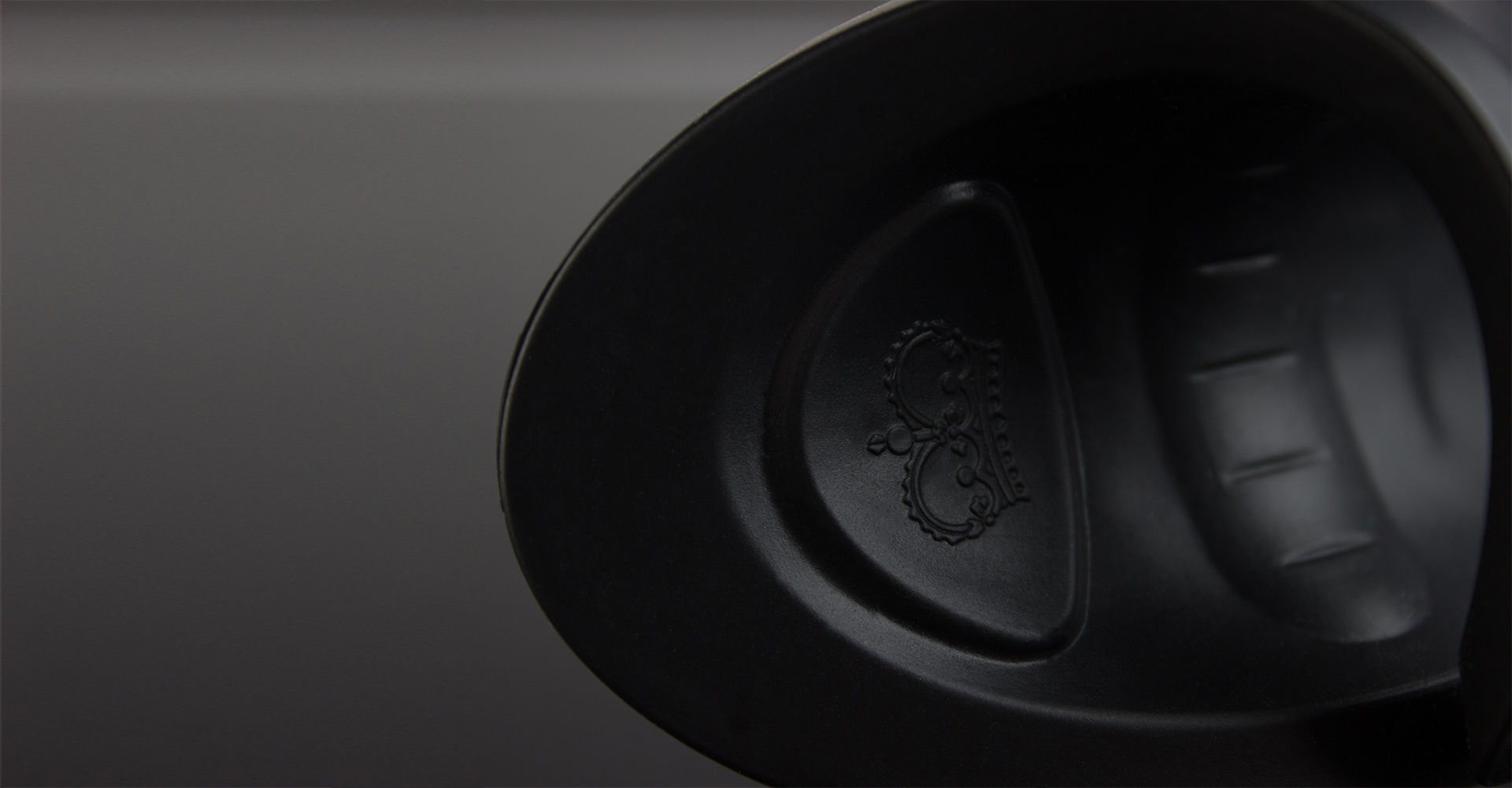 Curventa - Hot octopuss - PocketPulse - Overview - Sex toy - black - photography - close up - detail - logo