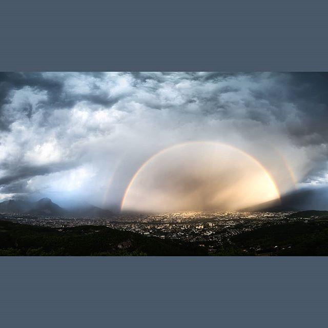 """Under the dome. Au dessus de grenoble dans la tempête. Un jour où il pleuvait beaucoup. (Un orage quoi). Je me suis dis """"et si on tentait de monter pour faire des photos de grenoble sous la tempête"""". Ma non flemme m'a plutôt bien récompensé. J'étais avec un imperméable intégral et trempé de la tête au pied... . .  #landscapes #fuji #fujifeed #france #grenoble #grenobletourism #igersgrenoble #aura #isere #paris #lyon #rainbow #paysage"""