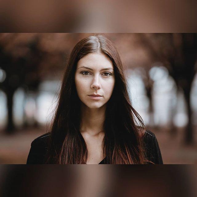 Modèle badass du jour : @jocastee ! N'hésitez pas à me dire ce que vous pensez de ce petit portrait !  Une de mes premières fois que je suis totalement satisfait de la colorimétrie de la photo ! (Grâce à sam portraitsbysam) . .  #portrait #portraits #girl #grenoble #paris #lyon #redhair #girlportrait #portrait_vision #portraitphotography