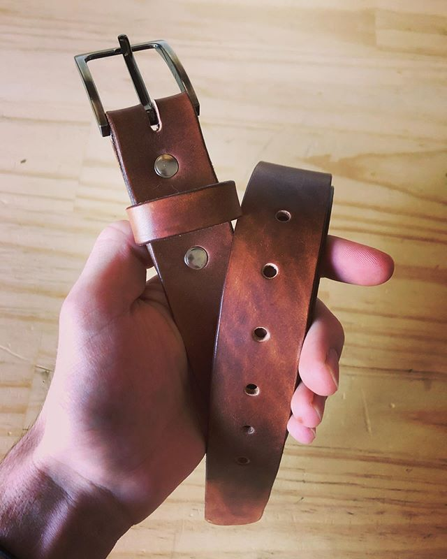 Belts aren't on our website at the moment, but shoot us a message for a custom fitted, handmade belt. • • • • #leather #leathercraft #handmade #artisan #rustic #belt #leatherbelt #outdoor #adventure #travel