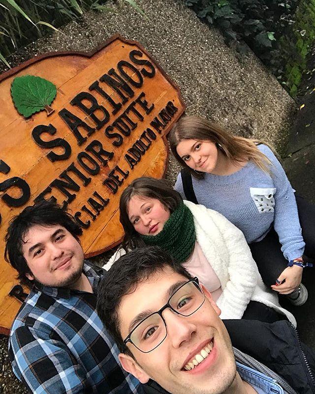 """DÍA DEL PADRE 💙 Algunos jóvenes de la comuna de  #Chiguayante fueron a compartir con los abuelitos de """"Los Sabinos"""" una tarde entretenida para celebrar el día del padre!  Si quieres participar, escríbenos a @juventudarbiobio !👏 #CadaDiaSomosMás  #Chiguayante"""