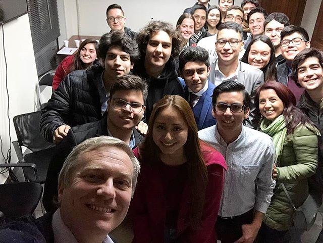 VOLUNTARIOS 🇨🇱☎️ Los voluntarios están en todas 💪 Listos para empezar a colaborar con el partido en formación #PartidoRepublicano !! Si eres de la región metropolitana, y quieres participar de la juventud de nuestro movimiento @arepublicana o participar de los #JuevesDelVoluntario , escríbenos a @juventudar_rm !!! #CadaDiaSomosMás