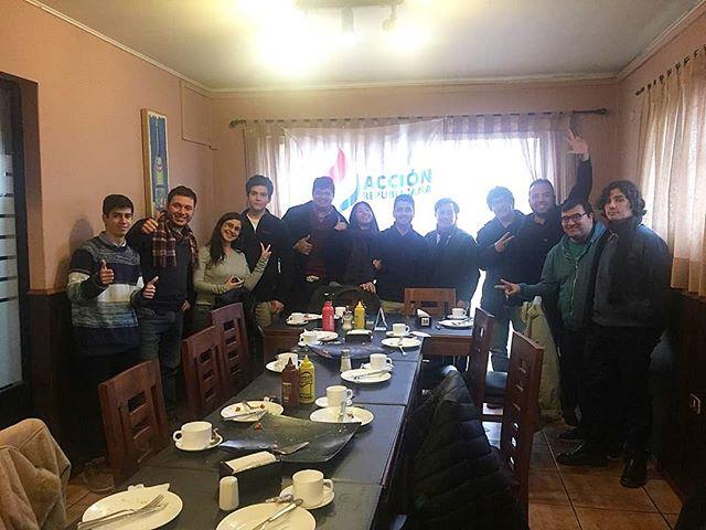 FORMACIÓN 🇨🇱 El sábado pasado pudimos contar con una interesante jornada de formación dirigida por el profesor Juan Carlos Aguilera! ¿Por qué somos republicanos? ¿Para qué? ¿Cual es nuestro rol en el país?  Esas y muchas interrogantes más pudimos resolverlas con él! Muchísimas gracias por esta instancia y a no quedarse fuera de esta gran familia republicana!  Si quieres participar, escríbenos a @juventud_ar_nuble !!! 👏 #CadaDiaSomosMás  #Chillán