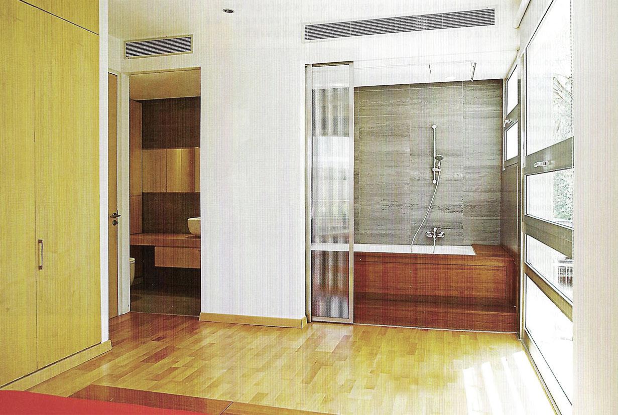 pic bathroom 2.jpg