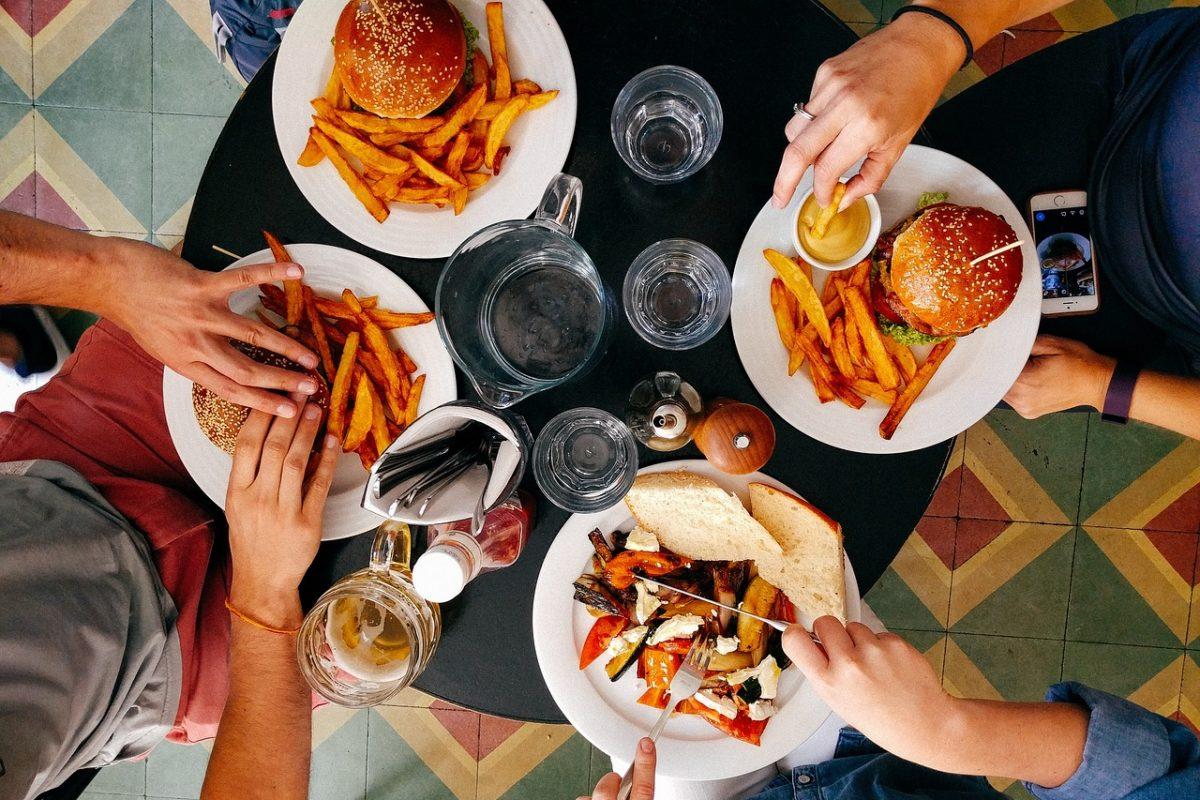 restaurant-2602736_1280-1200x800.jpg