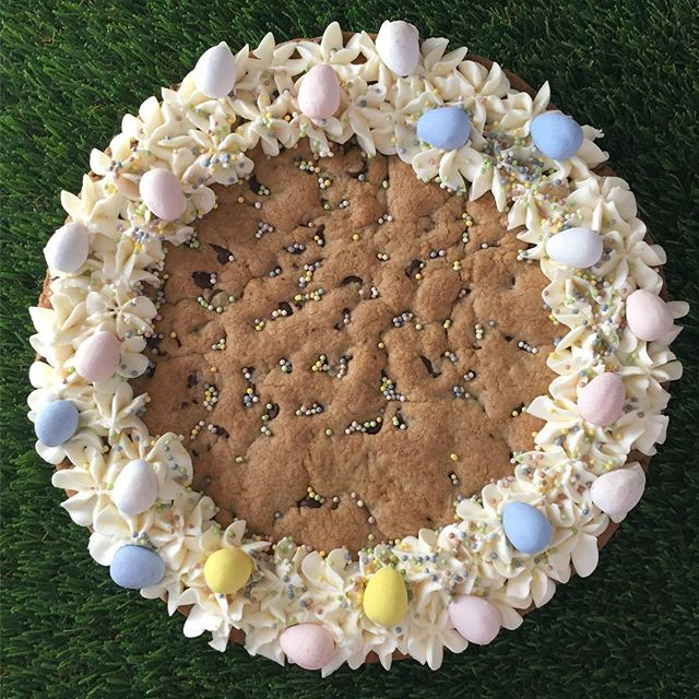 Need a fun, easy Easter dessert? Our Easter chocolate chip cookie cakes are now available to pre-order for pick up Saturday 4/20. Check out our Instagram stories for all of information you need to order.